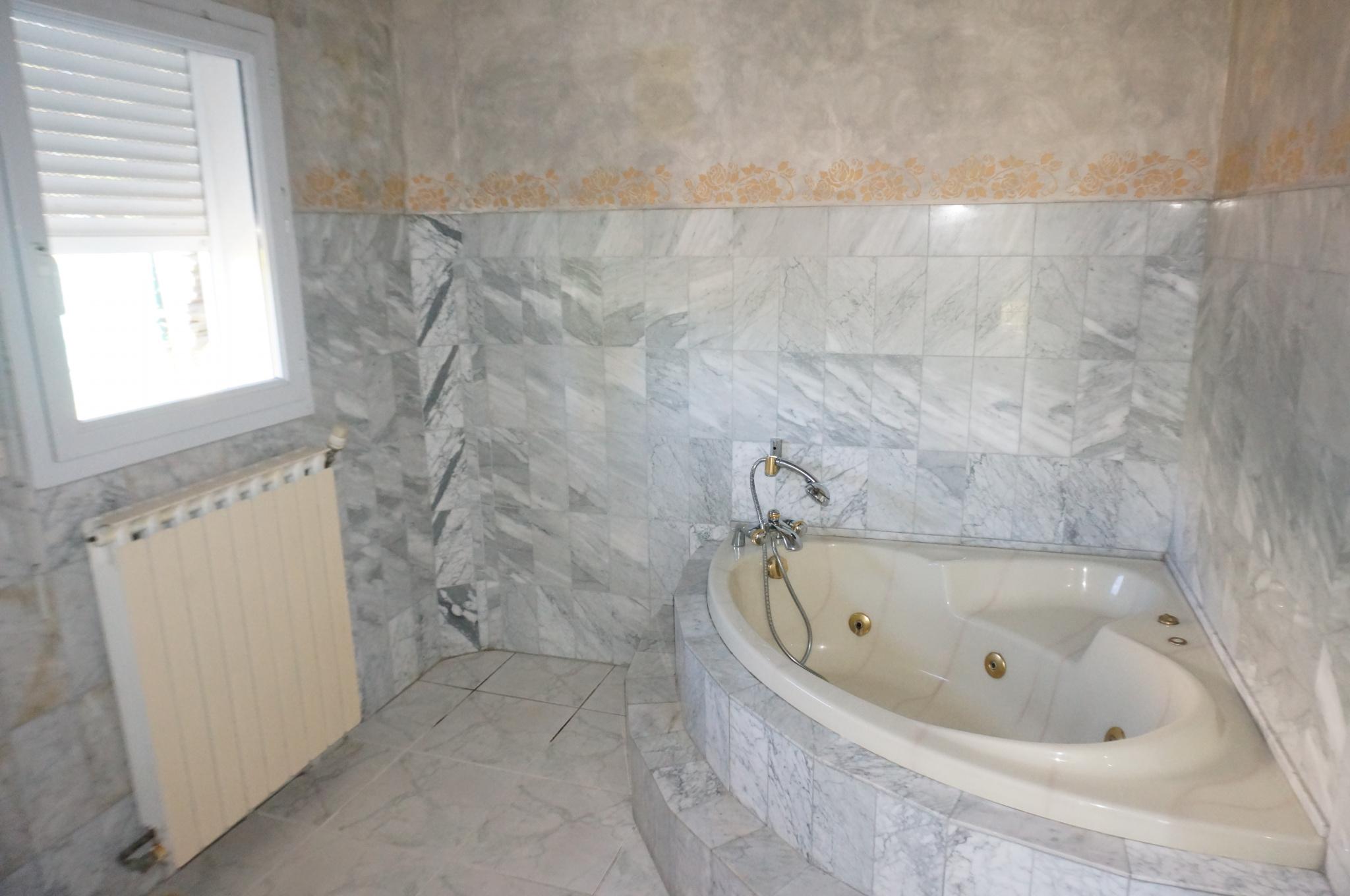 Maison n°1  salle de bain  de la suite parentale